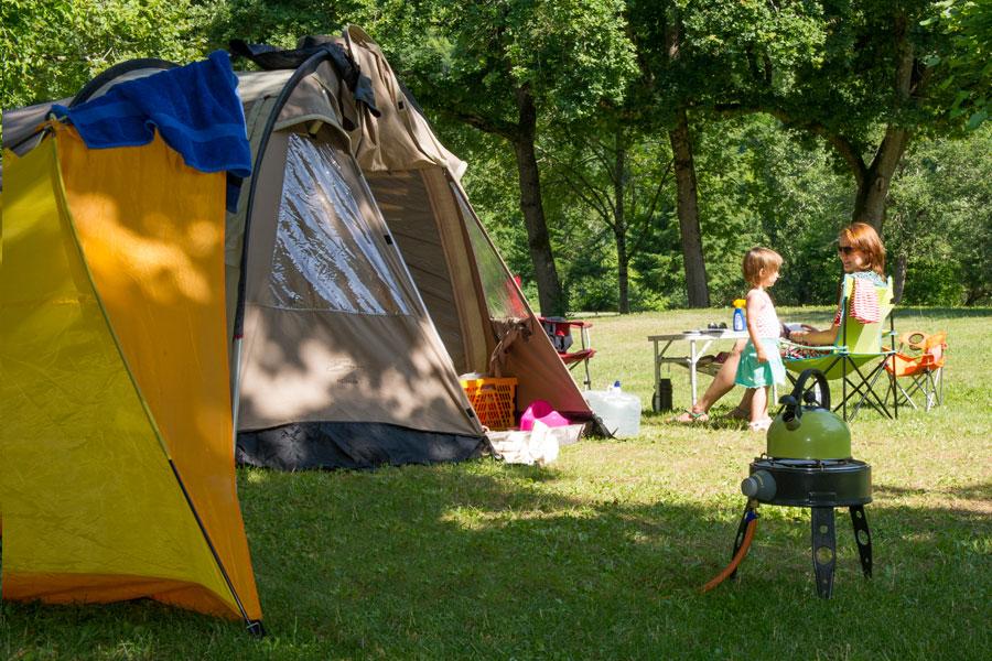 Camping le port de limeuil camping 4 toiles sur les for Camping au jardin